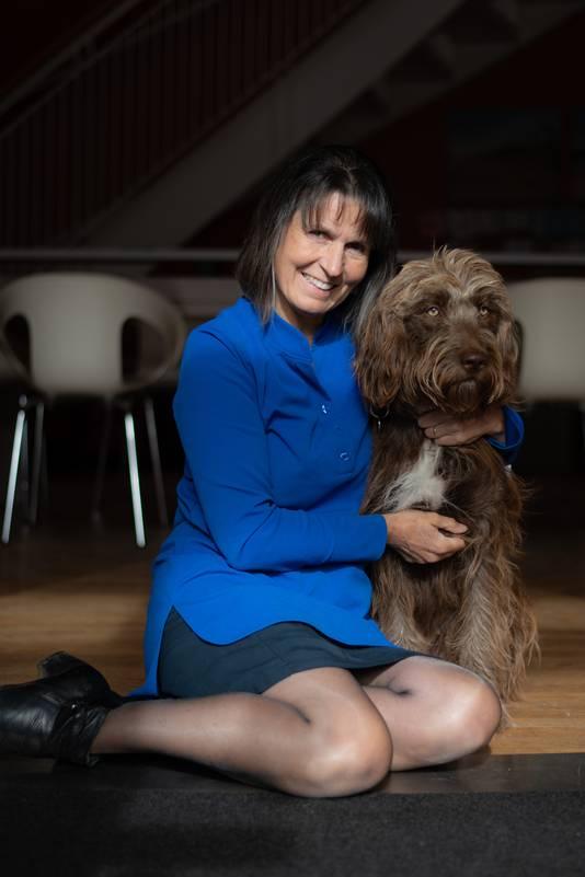 Guen Leesberg met haar dierbare hond.