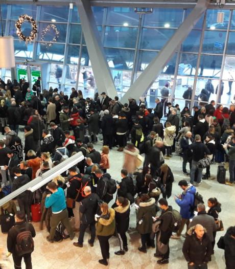 Mist: Schiphol schrapt tientallen vluchten, Eindhoven Airport sluit vertrekhal