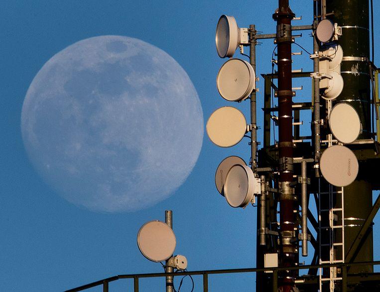 Een zendmast in de buurt van Frankfurt. Beeld AP