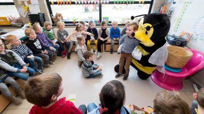 Leerlingen helpen bijen uit de nood