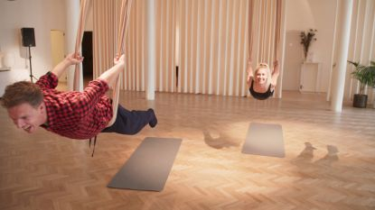 James Cooke test aerial yoga uit en kent een heus 'Titanic'-moment