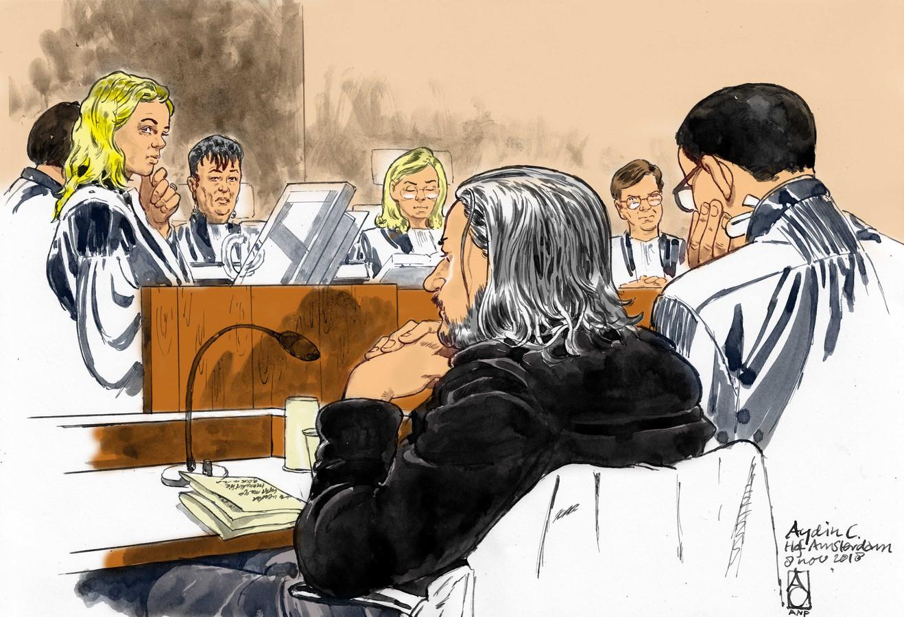 Rechtbanktekening van verdachte Aydin C. met zijn advocaat mr. R. Malewicz tijdens een zitting in de zogeheten webcamzaak.