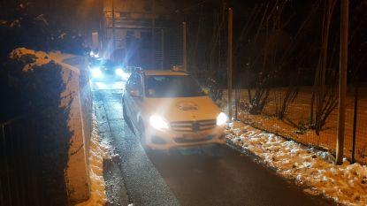 VIDEO. Boze taxichauffeurs toeteren Ben Weyts wakker