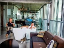 Architect Robert Winkel heeft in zijn huis op de 16de etage een verrijdbaar bad én een 'geheime' kamer