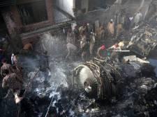 Twee mensen overleven vliegtuigcrash Pakistan