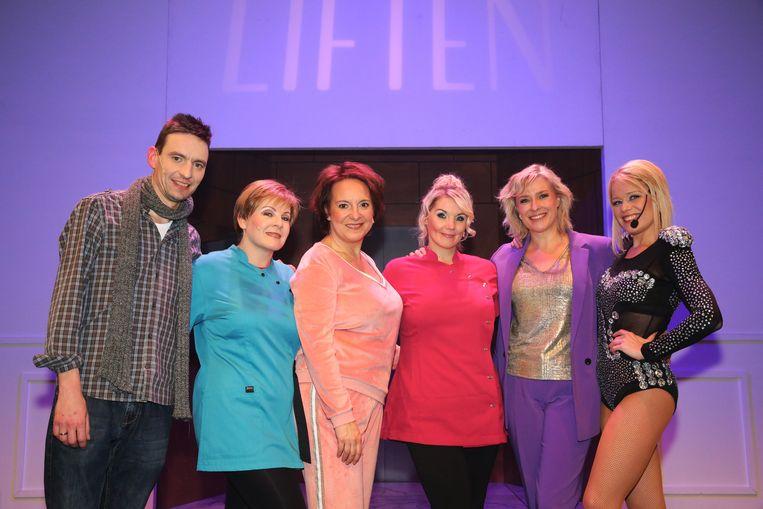 Premiere - Liften  De cast van 'Liften': Tim Asselman, Katrien De Becker, Gerdy Swennen, Dorothy Wuyts, Barbara De Jonge en Evelyne Delameillieure.