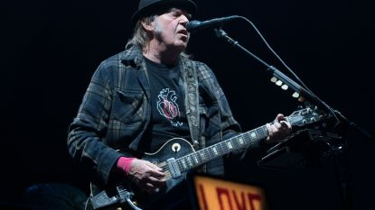 """Neil Young brengt album over liefdesverdriet na 45 jaar alsnog uit: """"De nummers waren te pijnlijk"""""""