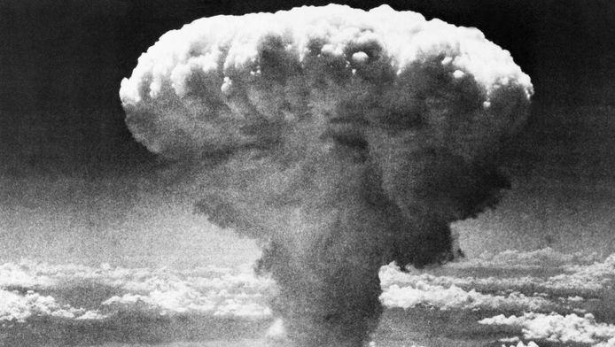 De rookpluim na de atoombom op Nagasaki in augustus 1945.