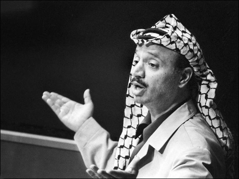 De Palestijnse leider Yasser Arafat spreekt de Verenigde Naties toe in 1974. Beeld AFP