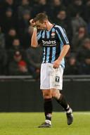 Denis Halilovic wordt van het veld gestuurd. Met negen man verliest Willem II in de extra tijd.