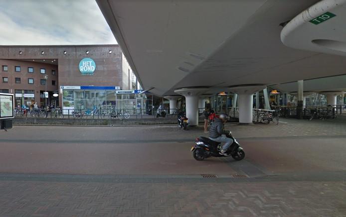 De mishandeling vond plaats ter hoogte van het station in Houten.