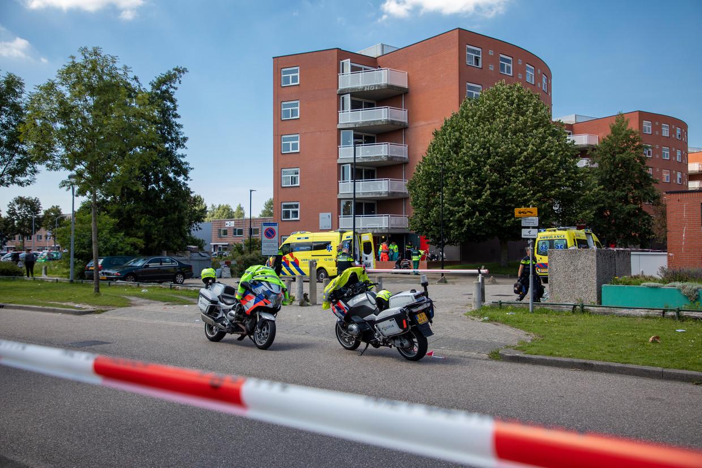 Het slachtoffer is gereanimeerd, maar ter plaatse aan zijn verwondingen overleden.  Beeld Michel van Bergen