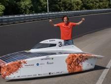 Bruno Martens (23) uit Rosmalen van Vattenfall Solar Team laat nieuwe zonneauto NunaX zien