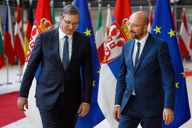 De Servische president Aleksandar Vucic met voorzitter van de Europese Raad, Charles Michel.