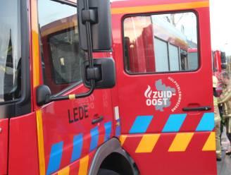 Brandweer opgeroepen voor wagen met oververhitte motor