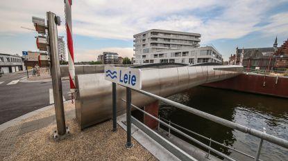Brandweer blust oververhitte Budabrug iets te enthousiast: brug nog tot volgende week defect