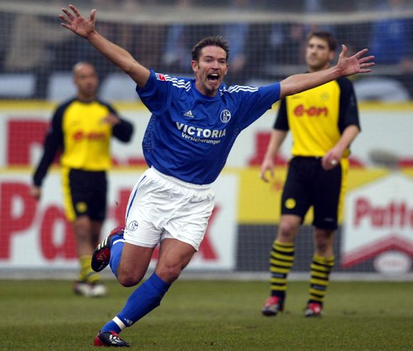 Vermant viert zijn treffer tegen Borussia Dortmund op 22 februari 2003.