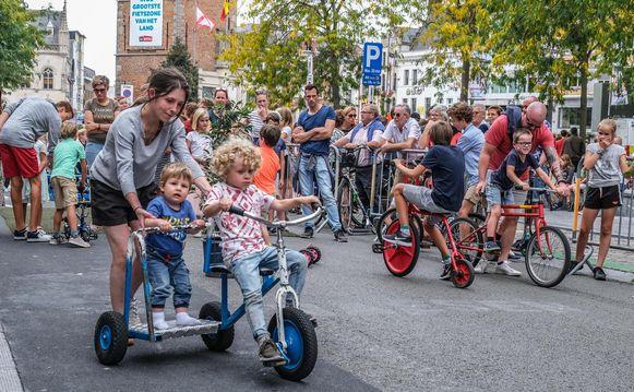 Een sfeerbeeld van de jaarlijkse autovrije zondag in Kortrijk.
