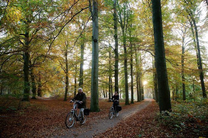 Om smalle fietspaden is het lastig om voldoende afstand te houden tot tegemoetkomende fietsers.