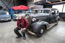 Frans Mandigers met auto uit 1936 in Valkenswaard