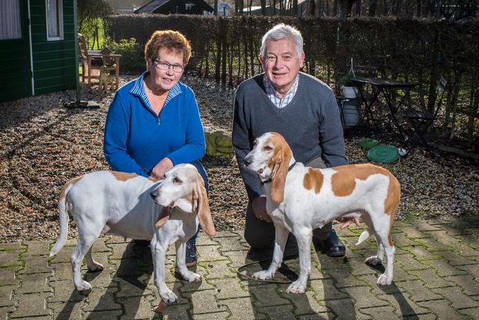Hendrika met hond Iris en Gerrit Leunk met hond Kyra.