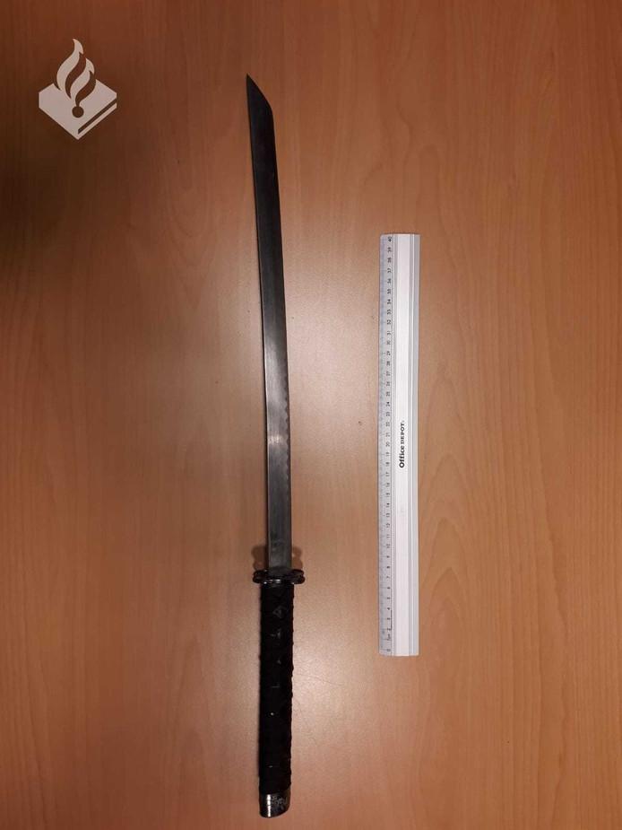 Twee mannen  wilden een Geldropse dealer in zijn huis beroven, maar deze sloeg toe met een samouraizwaard.