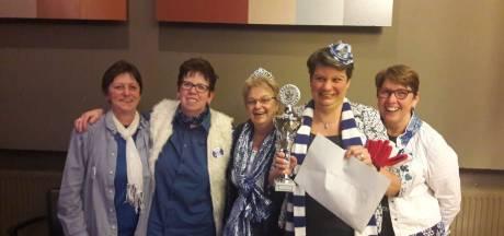 Vrouwen van Wa d'Un Getob winnen 'blienkende' wisselbeker bij Kwis Da Wel