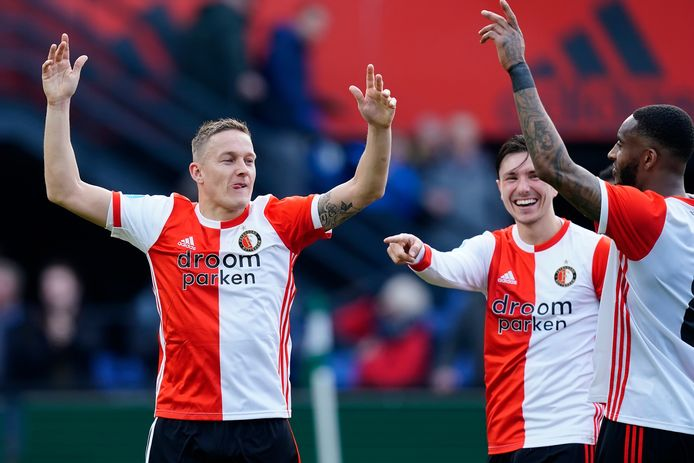 Bij Feyenoord gang de handjes de lucht in: vlnr Jens Toornstra, Steven Berghuis en Leroy Fer.