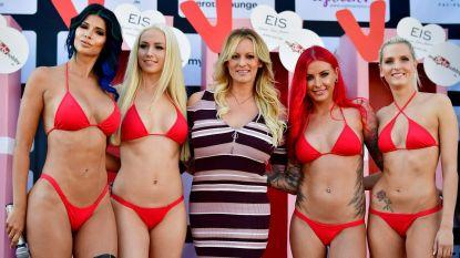 Pornoster Stormy Daniels opent onder grote belangstelling erotische beurs in Berlijn
