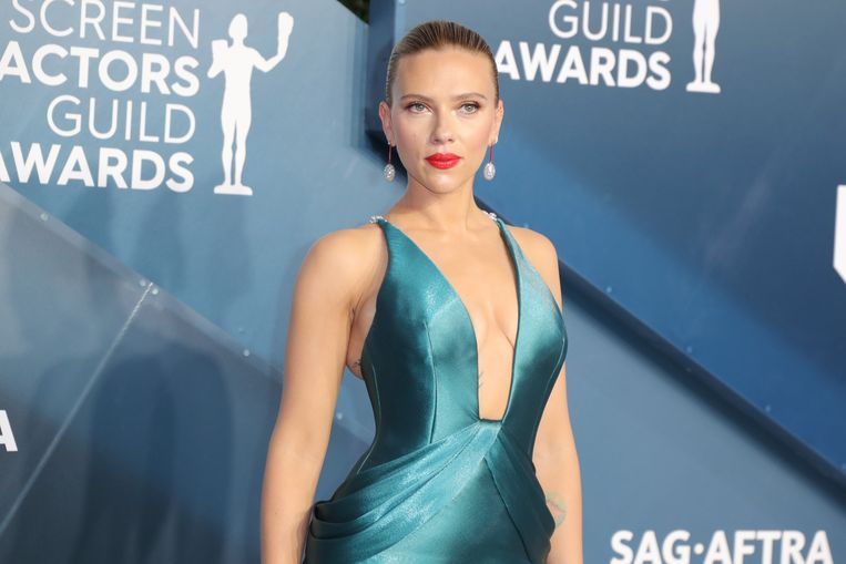 Scarlett Johansson steunt Elizabeth Warren.
