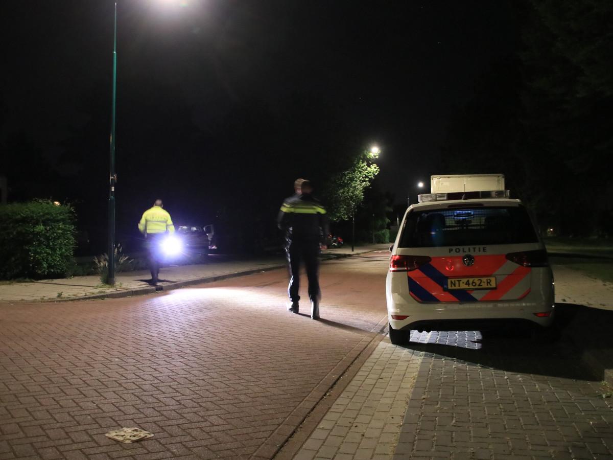 De politie kamt de wijk rond de Tinneweide uit na de melding in Veenendaal.