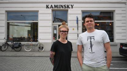 VIDEO. Nieuwe trend in horeca? Geen cash betalingen meer in Café Kaminsky in Leuven.