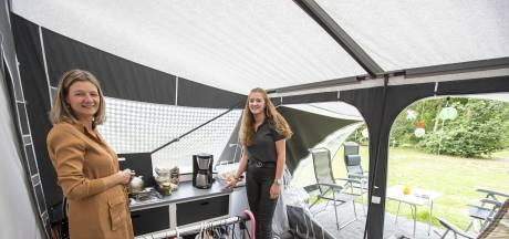 Sabine (53) woont al maanden met haar kinderen in vouwwagen op Twentse camping