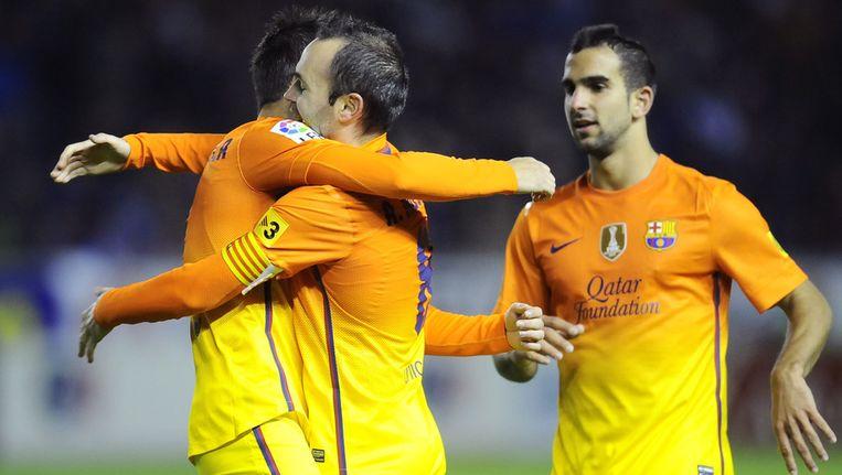 Iniesta (midden) viert zijn doelpunt tegen Alaves. Beeld ap