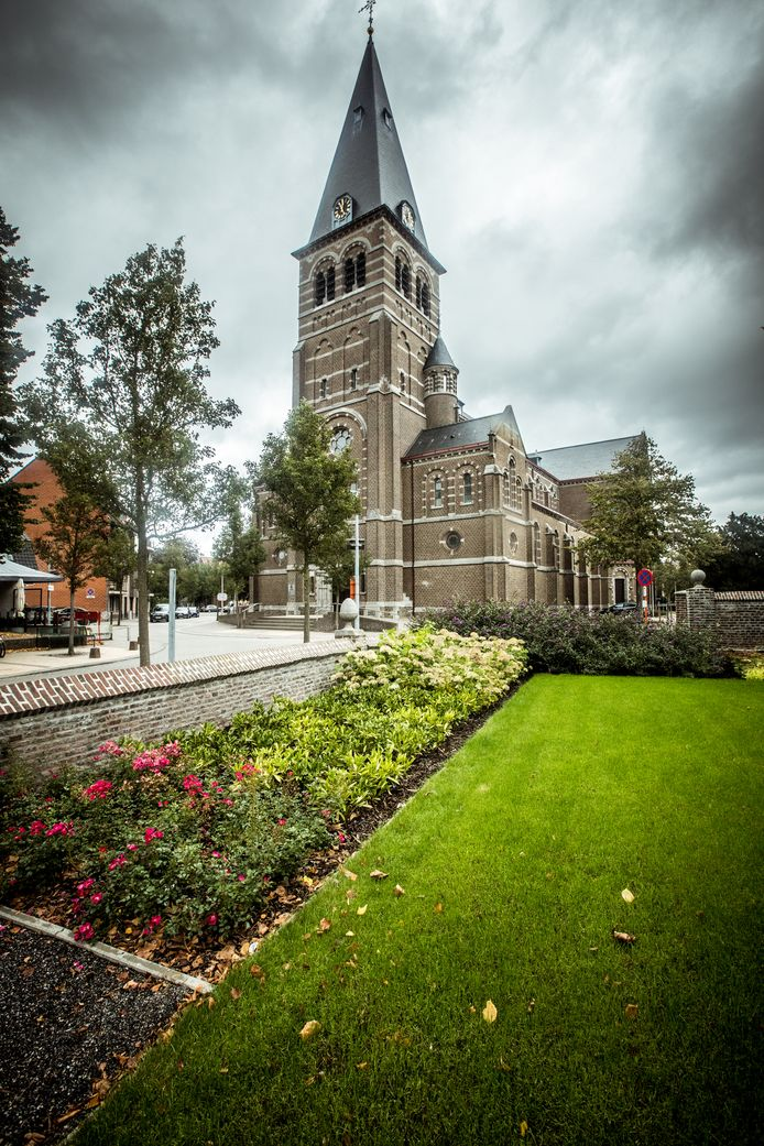 De Sint-Martinuskerk in Overpelt
