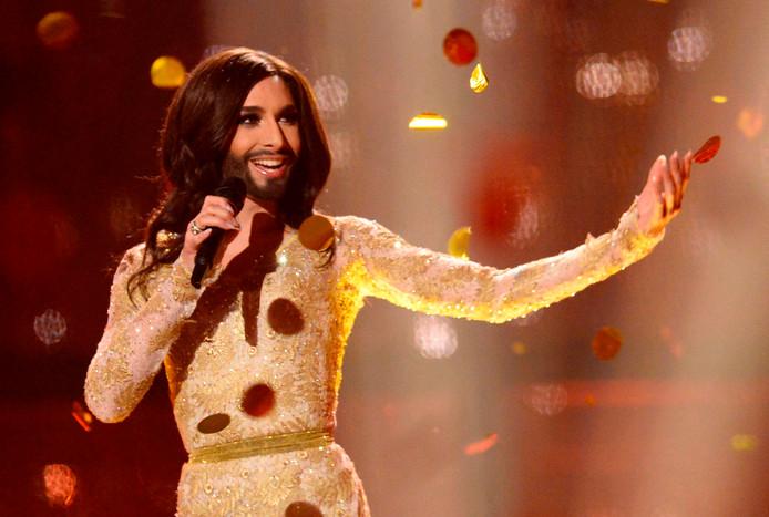 Conchita Wurst vertolkt het winnende liedje 'Rise like a Phoenix' op het Eurovisie Songfestival van 2014 in het Deense Kopenhagen.