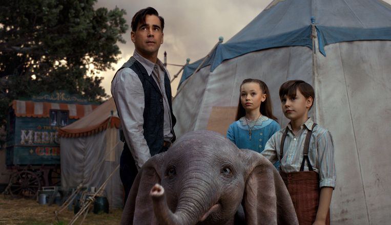 Colin Farrell, Nico Parker and Finley Hobbins in Dumbo. Beeld AP