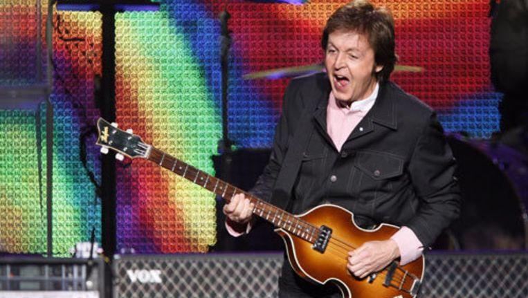 Paul McCartney in het Gelredome: 'Vriendin ruilen voor een plectrum?' Foto ANP Beeld