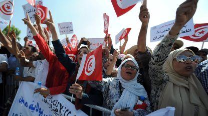 Honderden Tunesische mannen én vrouwen op straat tegen vrouwenrechten