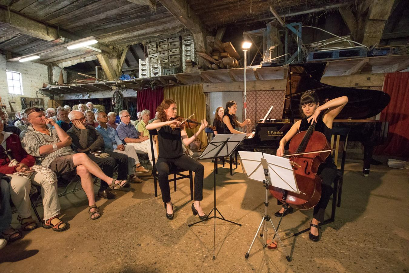 Kamermuziekfestival Zoom! in 2017. Een concert op de deel van biologische boerderij De Wolfskuil in De Steeg.