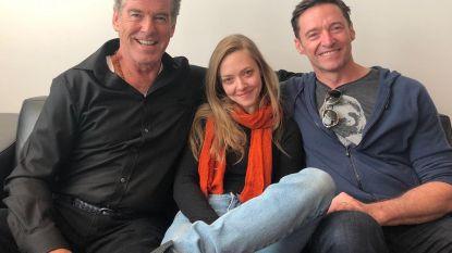 Wat is de kans: Amanda Seyfried loopt Hugh Jackman én Pierce Brosnan tegen het lijf op reis