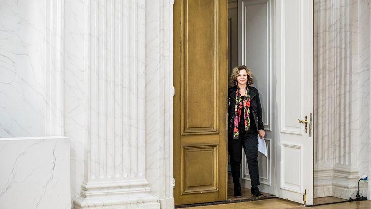Edith Schippers op weg naar de persconferentie na afloop van haar eerste gesprek als informateur met de vier partijen. Beeld Freek van den Bergh