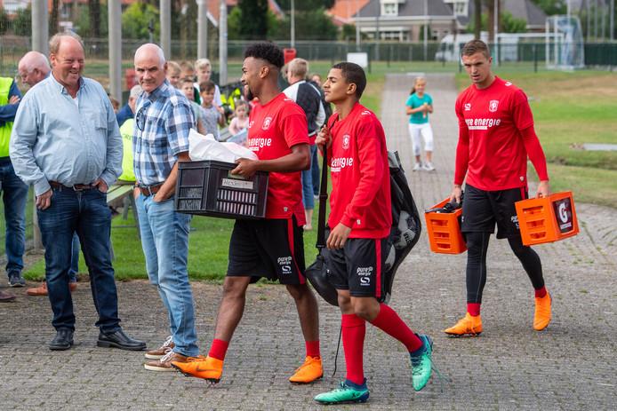 De Lutte is deze week het werkterrein voor FC Twente. De selectie is vooral heel jong.