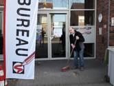Niet de politicus, maar Harrie veegt in Hilvarenbeek z'n straatje schoon
