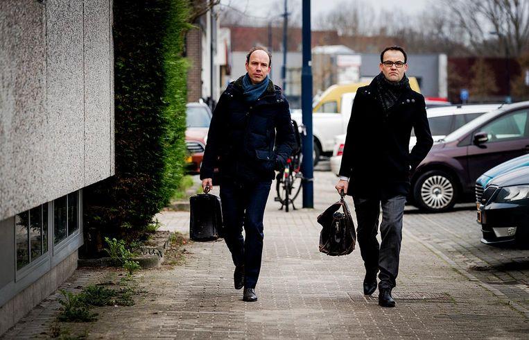 De advocaten van Holleeder, Sander Janssen (links) en Robert Malewicz. Beeld anp