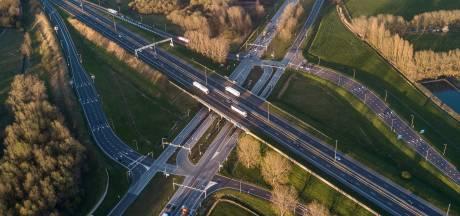 Uur vertraging in beide richtingen door kapotte verkeerslichten bij knooppunt Hooipolder
