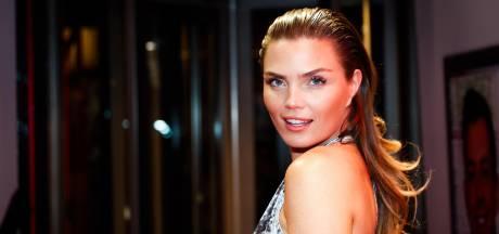 Kim proost op het leven in Las Vegas,  Nicolette komt bij in jacuzzi