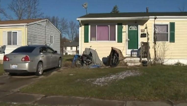 Het kind trof haar ouders roerloos op het bed aan in dit huis in de Amerikaanse staat Michigan.