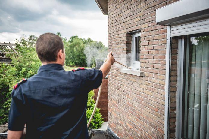 Het poeder dat de brandweer gebruikt om de wespen te verdelgen, is niet zo onschuldig.
