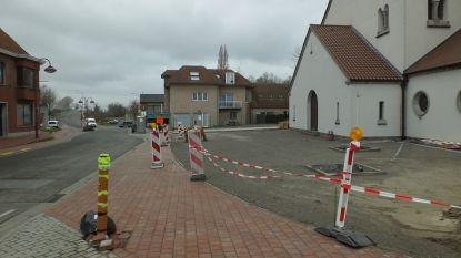 Drie extra parkeerplaatsen aan kerkplein Landegem